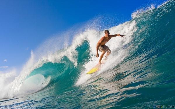 Färre surfar med plattor, större smartphones sägs vara anledningen
