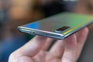 Galaxy Note 10: SIM-kortslucka och mikrofon